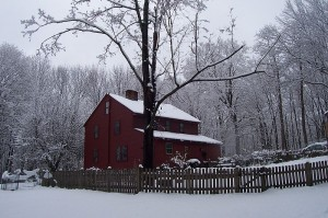 800px-Olde_House_in_Winter